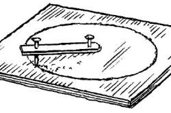 Вырезание круга из фанеры с помощью гвоздей