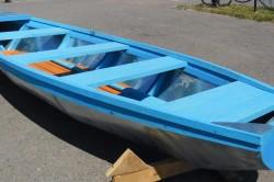 При осмотре обшивки лодки необходимо определиться с площадью поврежденного участка лодки для ремонта.