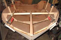 Сборка воедино всех деталей корпуса катера